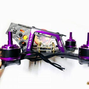 RunCam Split Mini montée dans un chassis de profil