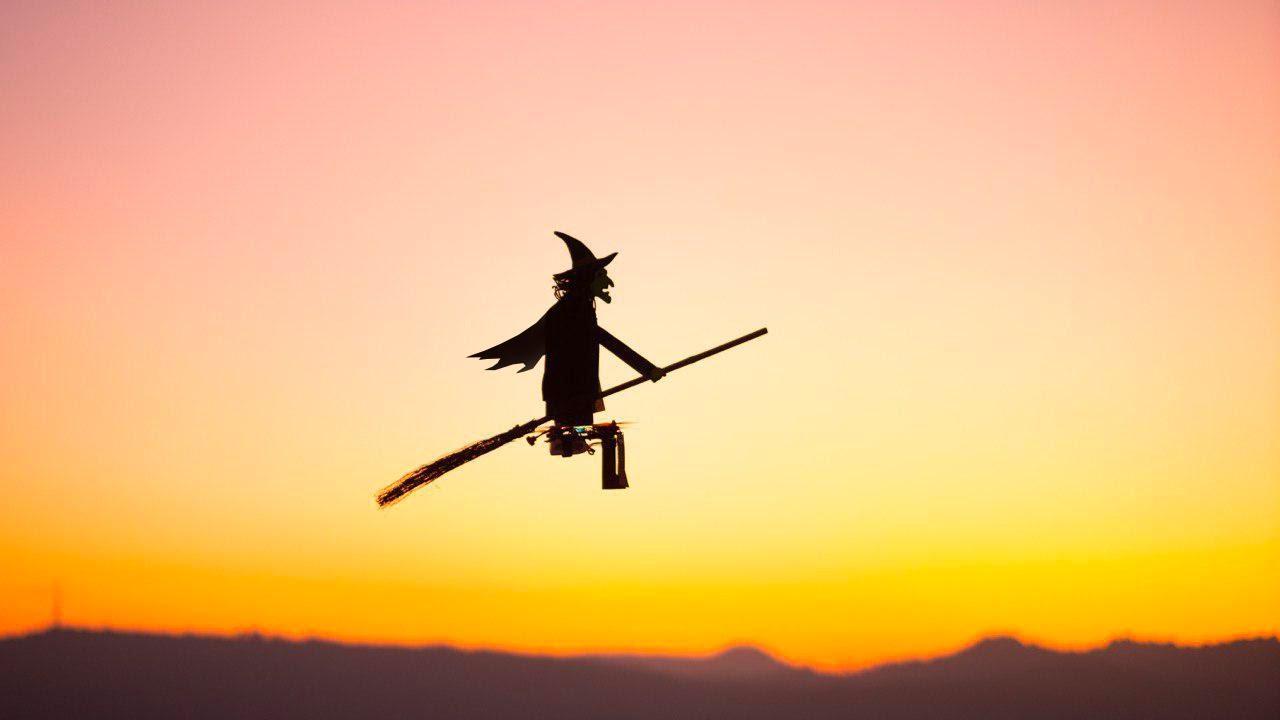 drone sorcière halloween