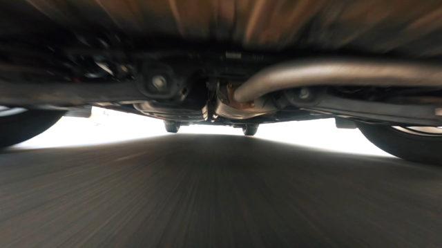 drone fpv sous une voiture